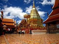 Thăm ngôi chùa vàng thiêng liêng ở Chiang Mai