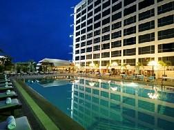 Bangkok Palace Hotel  nằm ở vị trí thuận tiện tại khu Pratunam nổi tiếng