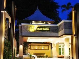 Khách Sạn August Suites Pattaya một khách sạn có vị trí thuận lợi