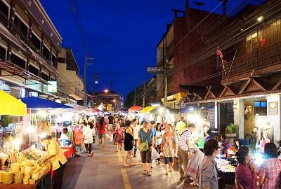 Chiang Mai nhộn nhịp các khu mua sắm