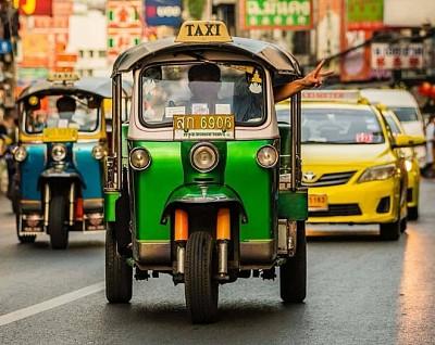Chọn taxi hay tuk tuk để di chuyển tại Thái Lan?