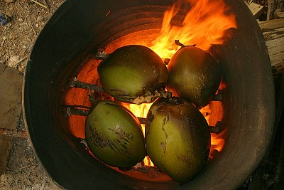 Dừa nướng – Món ăn độc đáo của Thái Lan