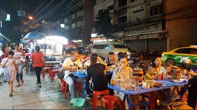Hòa mình cùng đặc sản vỉa hè Thái Lan ngon và rẻ