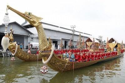 Lễ hội rước thuyền hoa Hoàng Gia Thái Lan