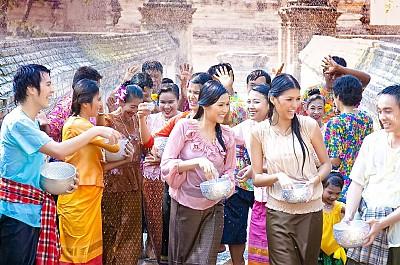 """""""Tất tần tật"""" về Lễ hội té nước Thái Lan"""