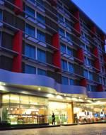 Thamrongin Hotel, tọa lạc tại khu vực Thonburi, Bangkok, là lựa chọn nổi tiếng dành cho khách du lịch.