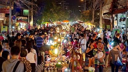 Cùng VietSense Khám Phá Chợ Đêm Chiang Rai Thái Lan