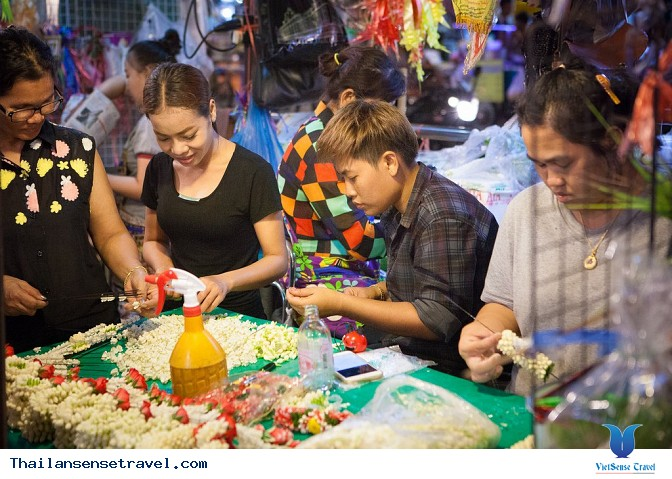 at_kham-pha-khu-cho-hoa-pak-klong-talad-lon-nhat-bangkok-thai-lan_38797d89ff5cb5fc80f01bc7e4485146.jpg