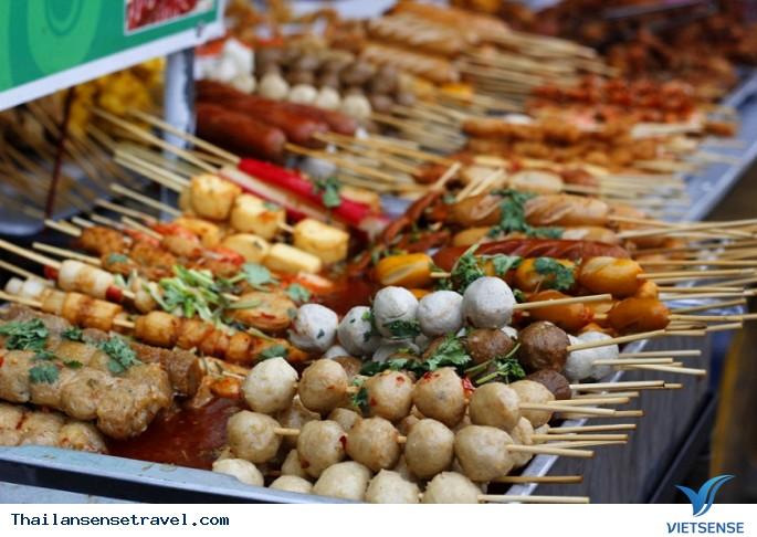 Thưởng thức ẩm thực đường phố