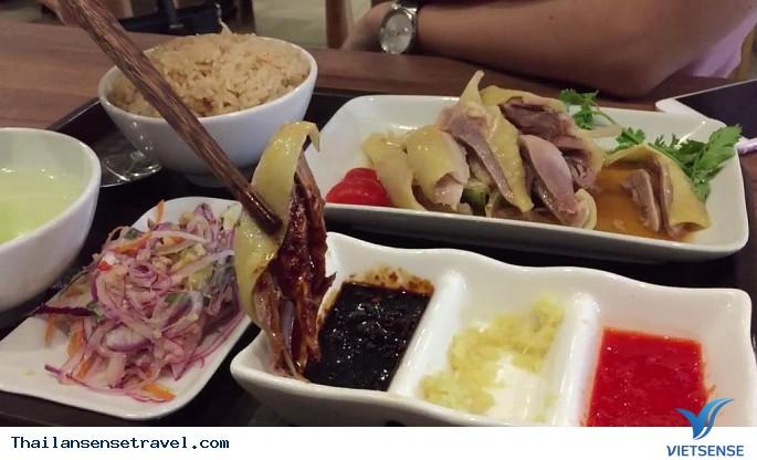 Thưởng thức cơm gà Hải Nam ở Bangkok - Ảnh 1