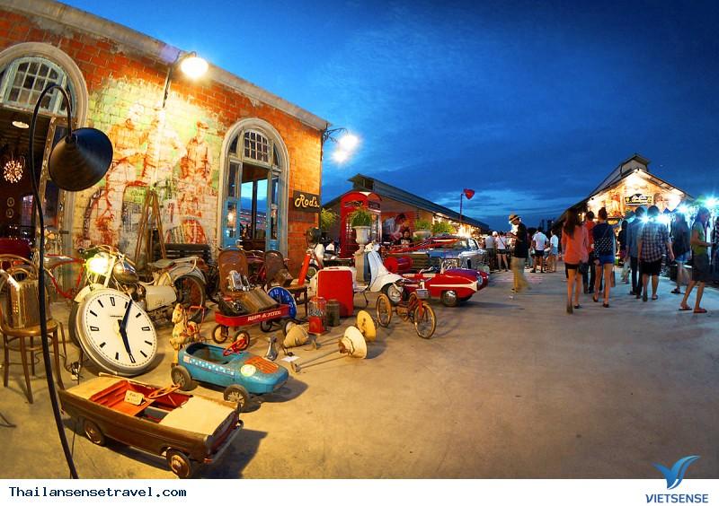 Chợ Rod Fai Srinakarin