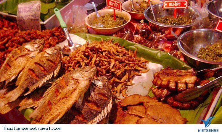 Khu ẩm thực của chợ đêm Chiang Rai