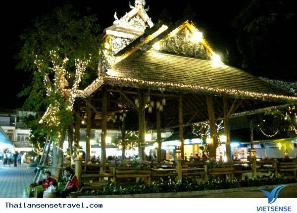 Màn biểu diễn từ thiện tại chợ đêm Chiang Rai - Ảnh 2