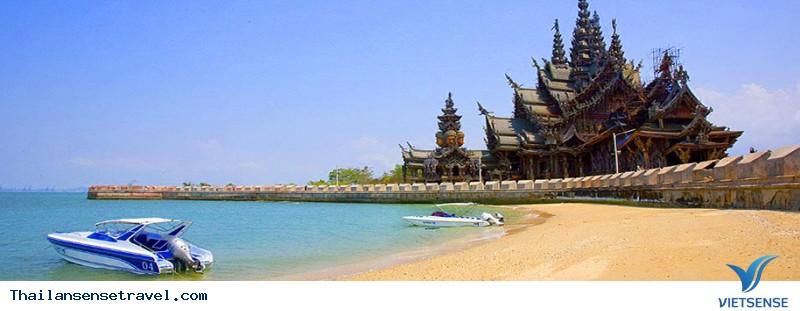 Pattaya là 1 bãi biển có 3 con đường chạy dọc theo nó và song song với nhau.