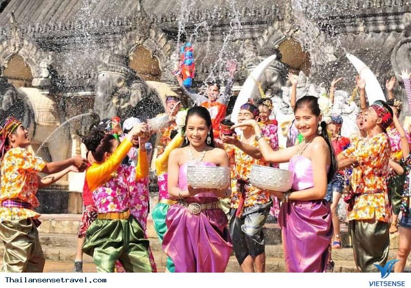 """""""Tất tần tật"""" về Lễ hội té nước Thái Lan - Ảnh 8"""