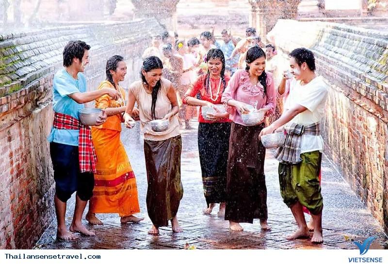 """""""Tất tần tật"""" về Lễ hội té nước Thái Lan - Ảnh 3"""