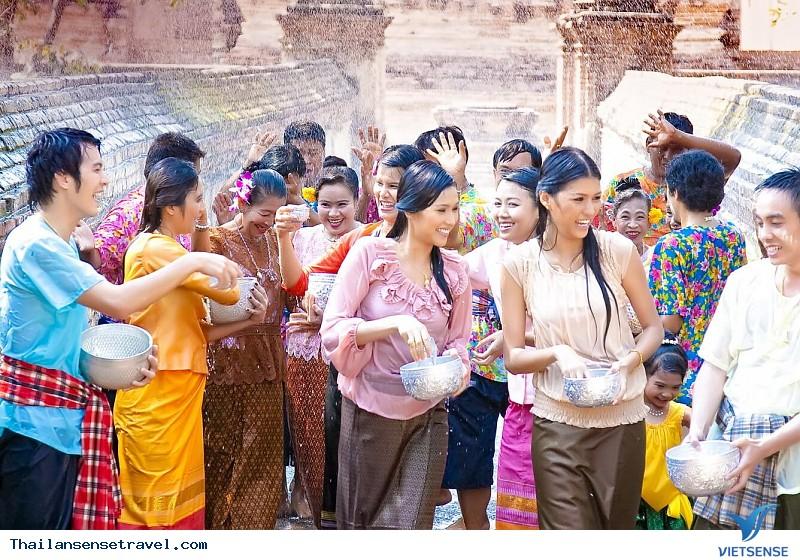 """""""Tất tần tật"""" về Lễ hội té nước Thái Lan - Ảnh 1"""
