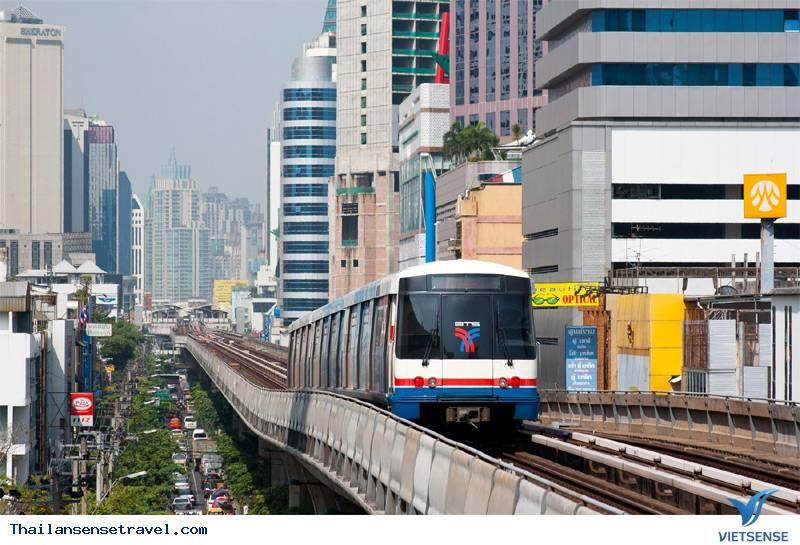 Di chuyển bằng đường sắt trên cao (BTS)