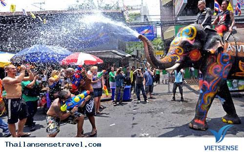 Koh Samui - sự vui vẻ, thích thú của lễ hội té nước