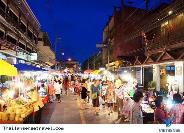 Mua sắm tại chợ đêm Night Bazaar ở Chiang Mai