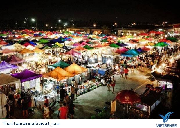 Khu chợ đêm Train Market hoàng tráng nhất nhì ở Bangkok - Ảnh 1