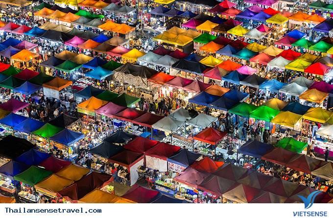 Khu chợ đêm Train Market hoàng tráng nhất nhì ở Bangkok - Ảnh 3