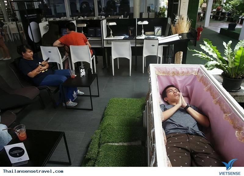 Kỳ lạ quán café ''chết chóc'' tại Thái Lan - Ảnh 1