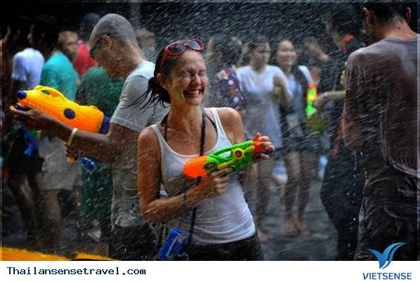 Dự tết Songkran Thái Lan với giá rẻ chưa từng có - Ảnh 1