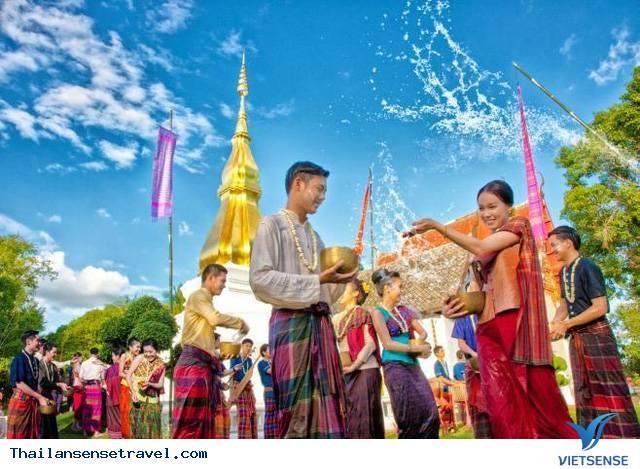 Tết té nước mừng năm mới vui nhộn của Thái Lan mang tên Songkran - Ảnh 4