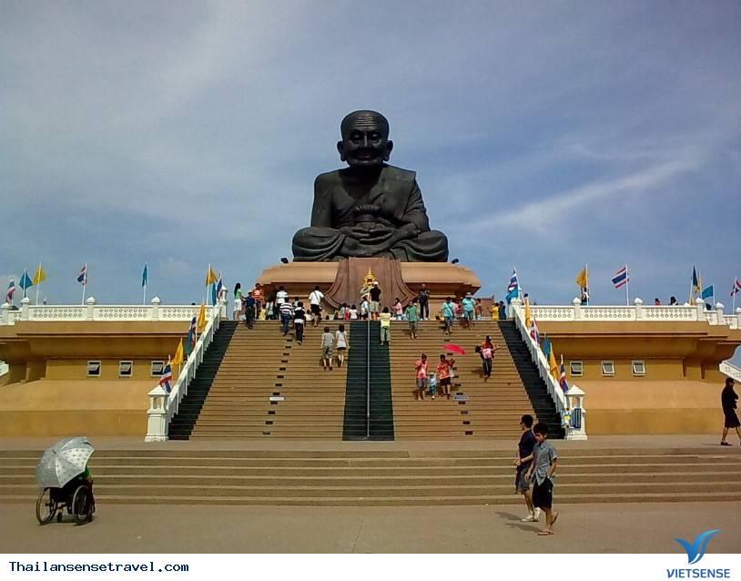 Bức tượng khổng lồ Luang Phor Thuad - Ảnh 1