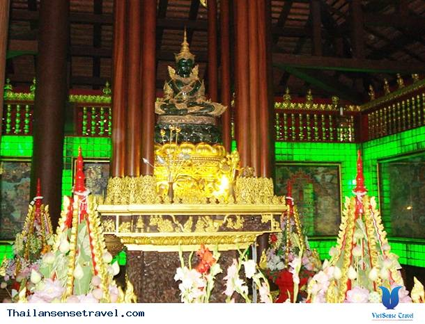 Tham quan ngôi chùa Phật Ngọc lục bảo nổi tiếng tại Thái Lan - Ảnh 1