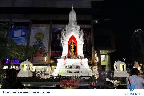 Đền thờ Trimurti ở Central World
