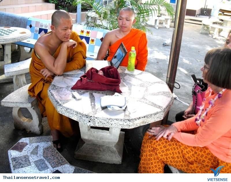 những nghi thức kỳ lạ khi viếng thăm đền thờ ở Thái Lan - Ảnh 5
