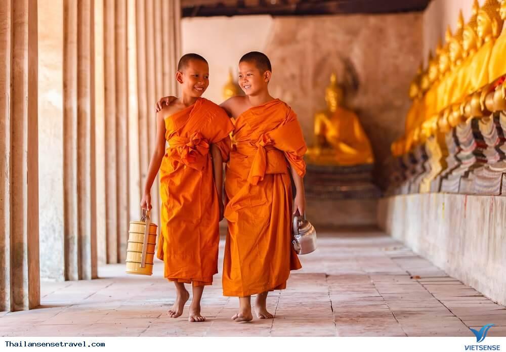những nghi thức kỳ lạ khi viếng thăm đền thờ ở Thái Lan - Ảnh 3