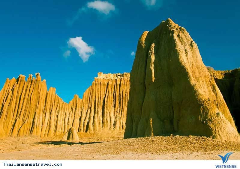 Núi đá Lalu