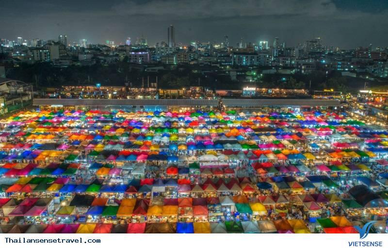 Top những khu chợ đêm không thể không đi khi du lịch Bankok Thái Lan - Ảnh 1